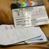 Klapka, scénář a nákresy rozmístění kamer, mikrofonů a světel.